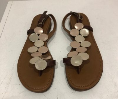 brownleathersandalswithcircles