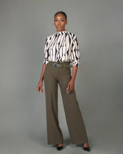 beigeandblackpatternedblouse